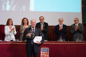 El guardonat, August Gil Matamala, després de rebre el premi.